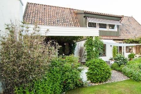 Beautiful house close to beach - Nyhamnsläge - House