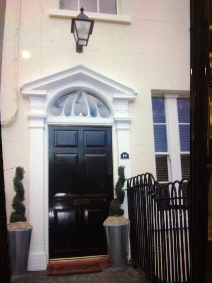 Beautifully renovated listed Georgiana