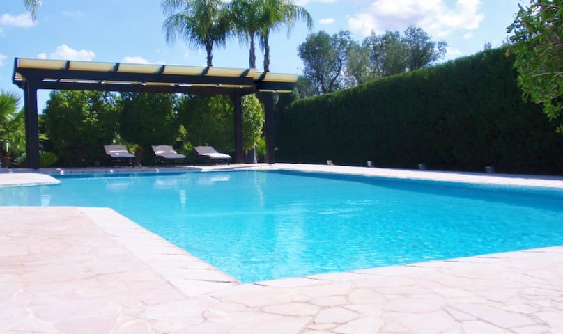 Private Luxury Villa with Garden, Pool & Wifi. - Francavilla Fontana - Hus