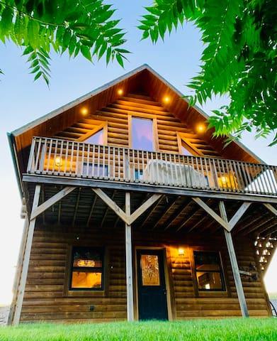 Views End Lodge - W/ HOT TUB JACCUZI