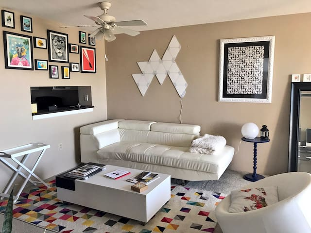 High rise in the heart of Uptown! - Albuquerque - Apartment