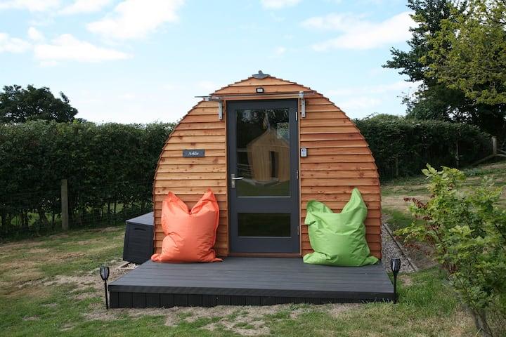 """Arkle"" A rural cosy glamping Pod near village Inn"
