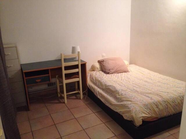 Chambre avec salle de bain dans F5 centre ville
