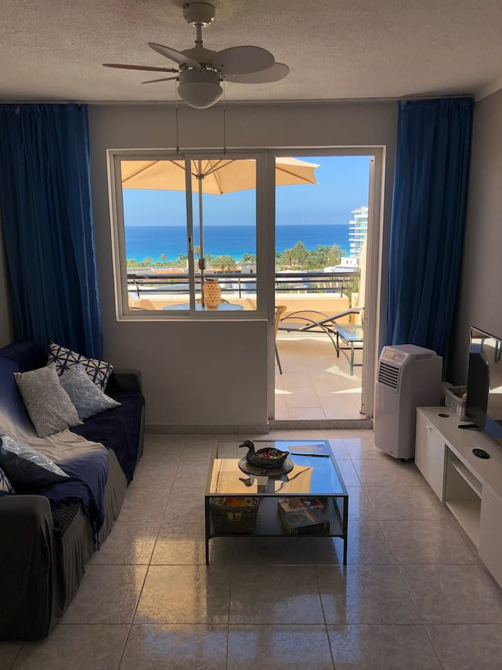 Ocean View 9th Floor Apartment with free WiFi