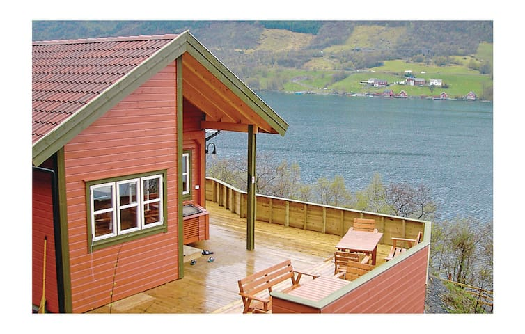 Holiday cottage with 4 bedrooms on 130 m² in Ølen