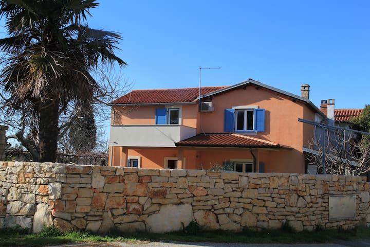 Lovely 2-floor holiday home with private garden