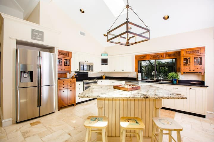 SERENITY-LUXURY POOL HOME ON CAPTIVA, ONLY 4 HOUSES DOWN FROM THE BEACH! ALLOWING 5 NIGHT STAYS!
