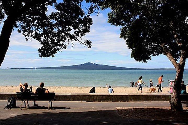 Fun & friendly close to the beach - Auckland - Talo