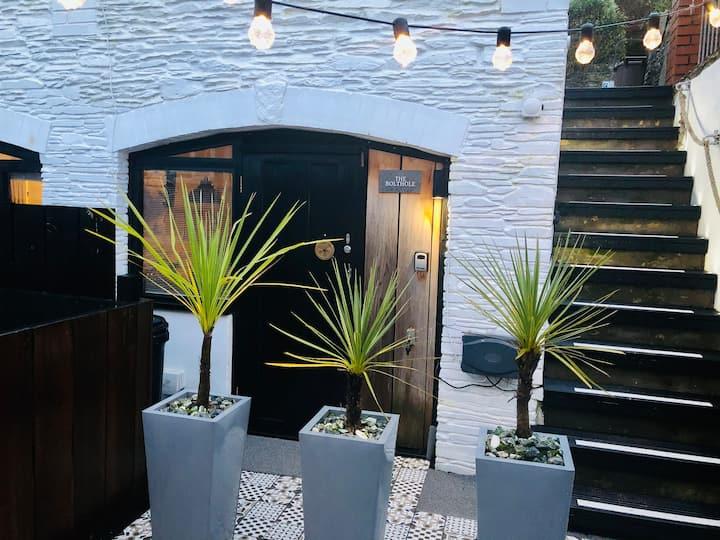 Bolthole: Cosy studio, garden, fantastic location!