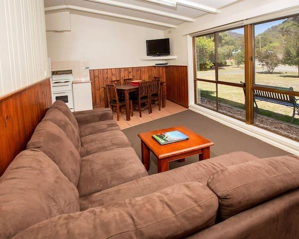 2 Bedroom Cabin (Sleeps 5)