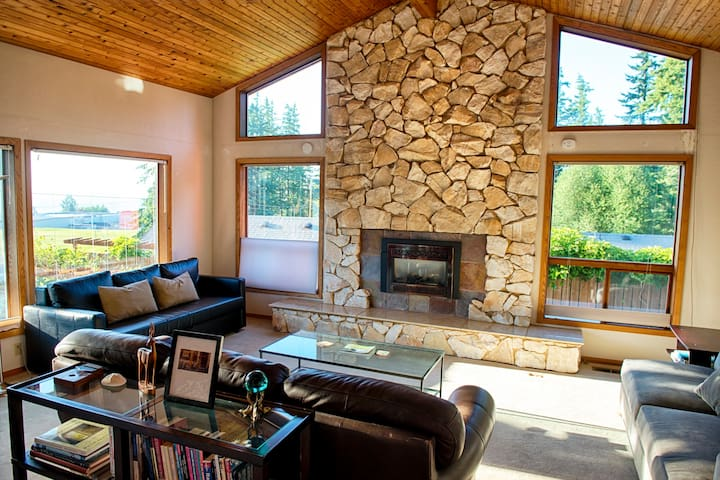 The Madrone: Seclusion in Charming Fairhaven