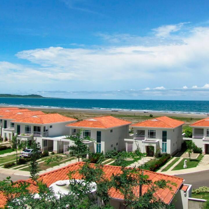 Casa independiente en la playa con piscina Ctgna