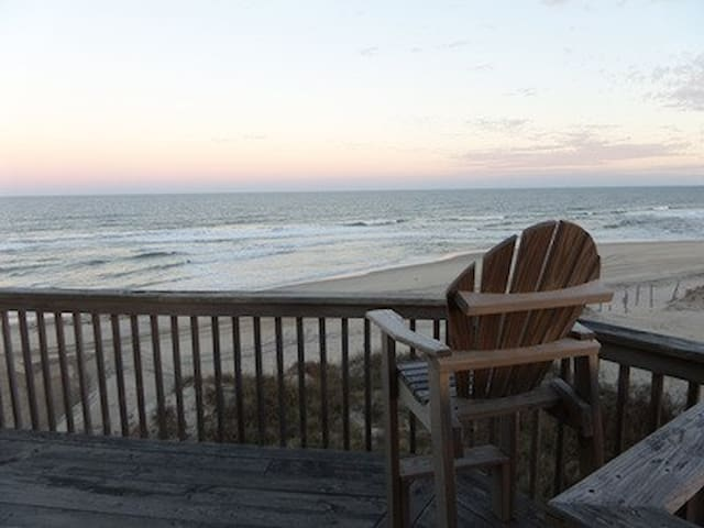 5 bed 3 bath Oceanfront Home! 3 King Masters!