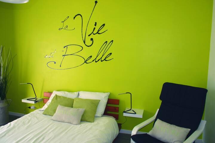 B&B La Vie est Belle - Éterville - Pousada