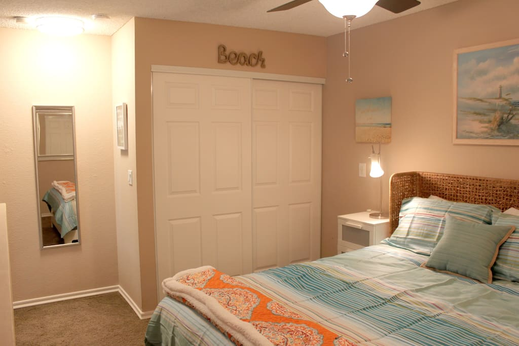 Closet & ceiling fan with dimmable light upstairs
