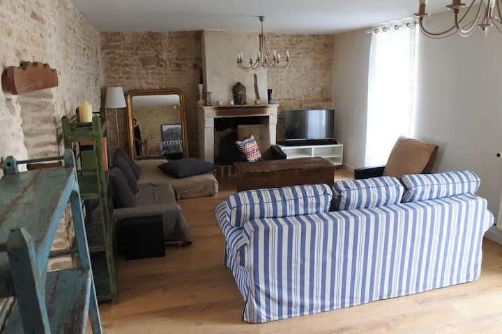 Maison de village spacieuse et confortable