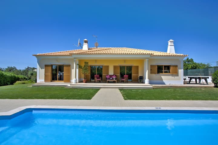 Fantastic spacious villa with private heated pool