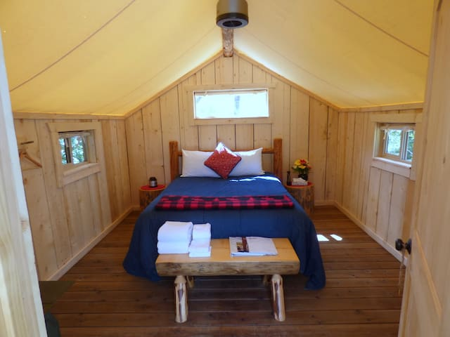 Glamping Cabins - Open May-Mid-Sept. - Victor - Yurta