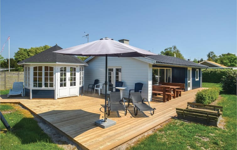 Holiday cottage with 2 bedrooms on 60m² in Væggerløse
