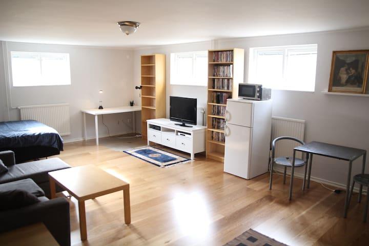 Rum nära Älvsjömässan - Stockholm - House