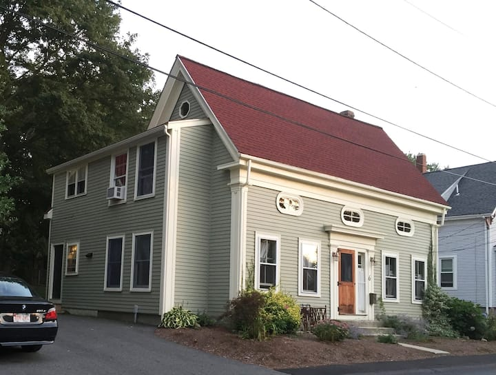 6 Davis Street Inn