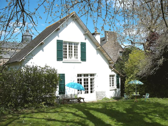 Cottage with large secluded garden in  Brittany - Plénée-Jugon - Huis