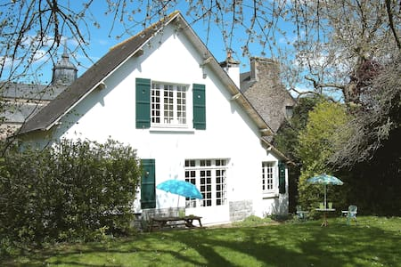Cottage with large secluded garden in  Brittany