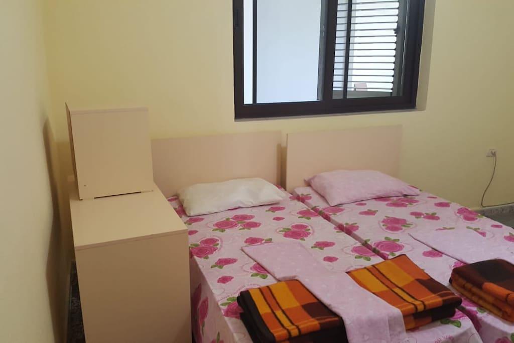 Camera da letto composta da due letti, bagno privato.