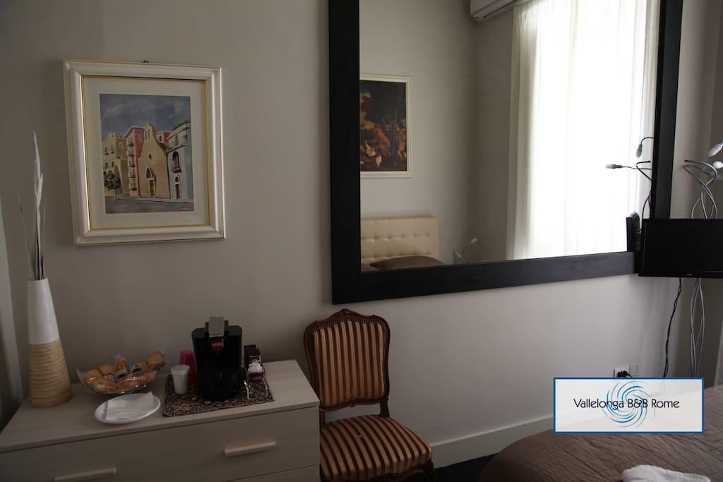 stanza matrimoniale con grandissimo specchio