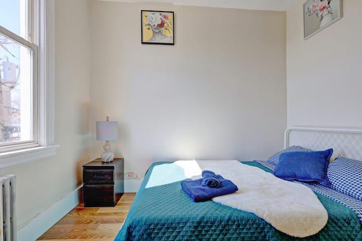 """160 """"1S"""" Private Bright Cozy Room/fast WIFI"""