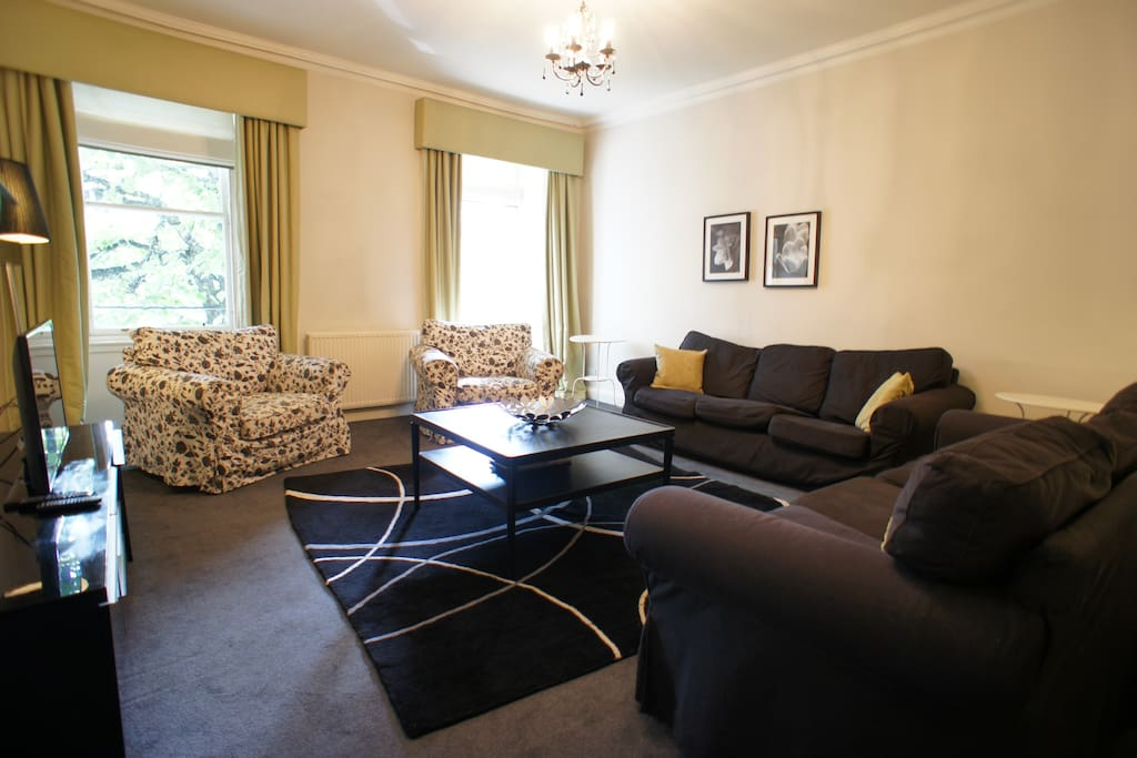 Large lounge with flat screen television and free WI-FI