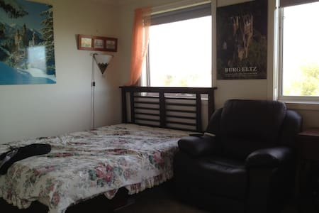 Suburban Bed and Breakfast - Roxburgh Park