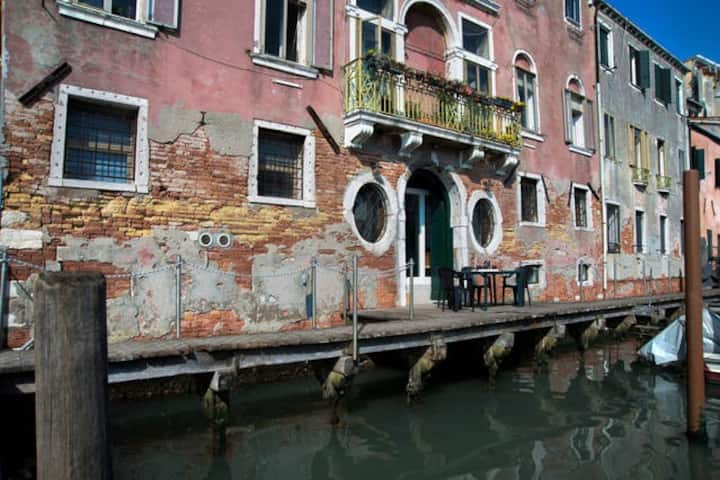 MARAFONI APARTMENT NEAR BIENNALE WITH CANAL VIEW
