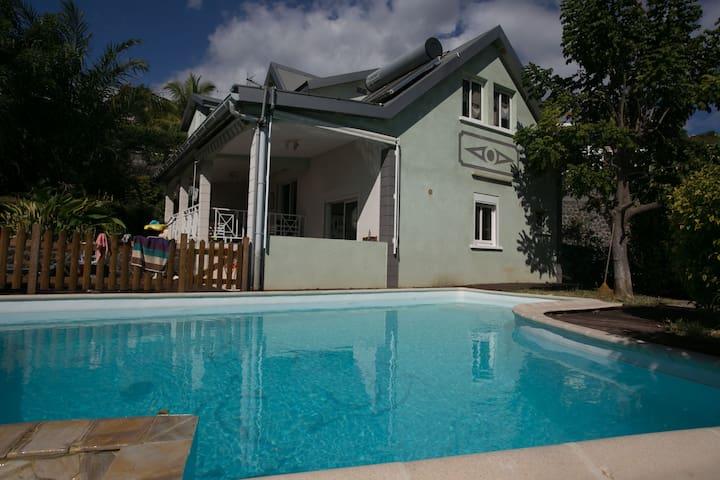 Maison 5 chambres avec Piscine - Plateau-Caillou - Huis