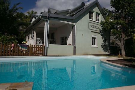 Maison 5 chambres avec Piscine - Plateau-Caillou - Talo