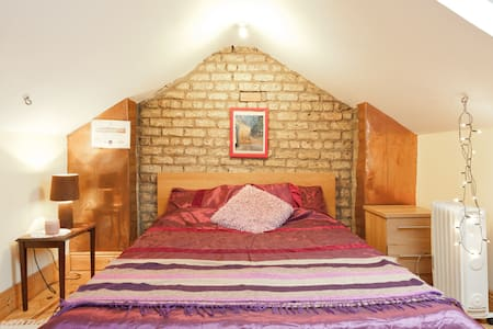 Cosy attic room 15min to citycentre - Dolphins Barn