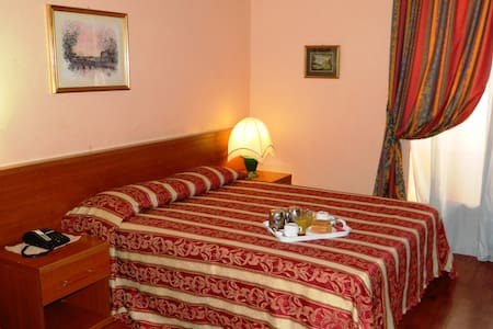 BUONARROTI HOME Double Room - Roma - Bed & Breakfast