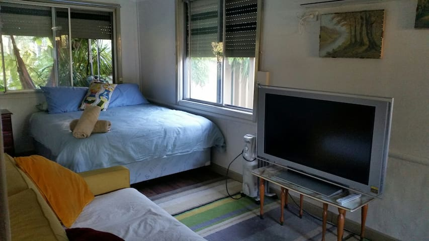 Lovely Room Near The Foothills of Perth!
