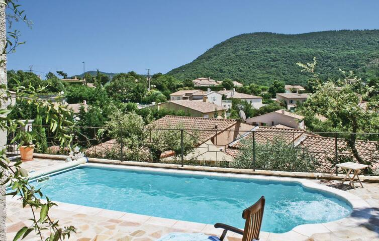 Holiday cottage with 3 bedrooms on 130m² in Les Adrets de l'Este.