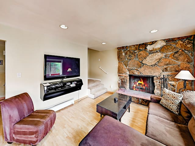 Vail Mountain Condo with Hot Tub