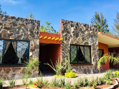 Cabañas & Casas entre Patzcuaro y Morelia (Ámbar)