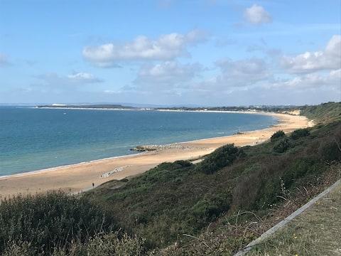 Refurbished home, 5 min walk to Highcliffe beach
