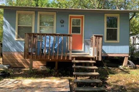 AFFORDABLE GRAND BEACH CABIN ~ walkable to all
