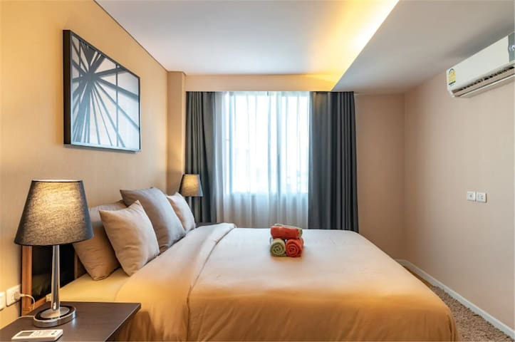 BTS Khlong Toei cozy 2bedrooms with pool special