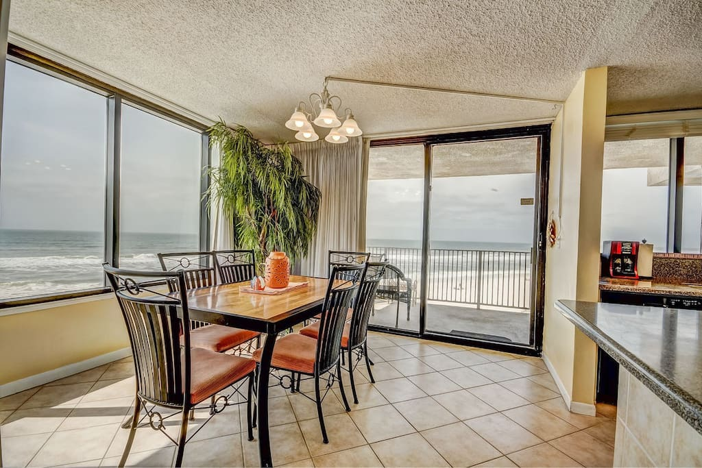 No need to search for a waterfront restaurant--this is the best dining view on the beach! And you don't even have to leave the condo.
