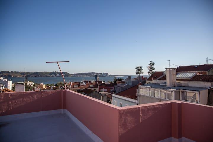 Character apartment Algés, Lisbon. Fantastic view.
