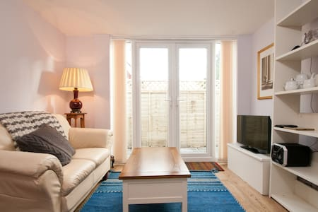 Charming 1 bed Garden Apartment