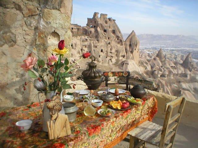 Haus mit Tür in die Wunderwelt - Uçhisar - Bed & Breakfast