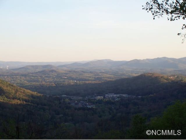 Amazing Asheville Location VIEWS! - Asheville - Cabaña