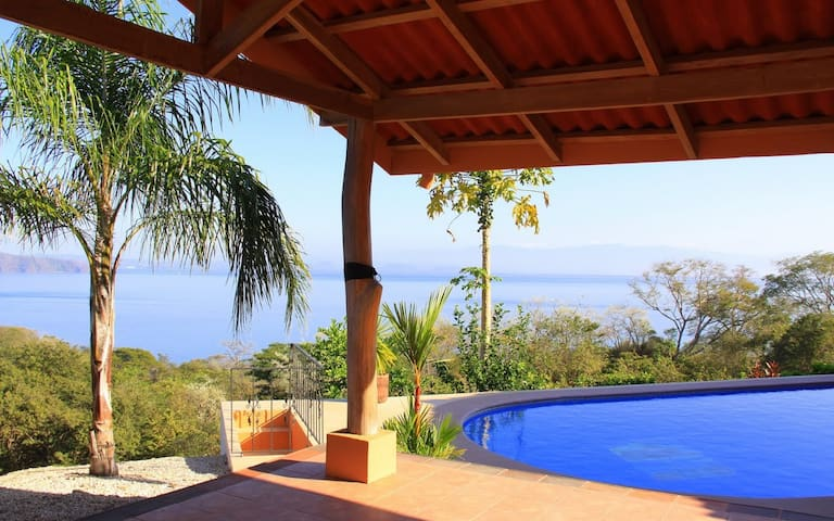 Beach view luxury 3 BR villa & pool - Playa Naranjo